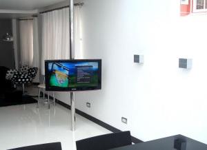 Suporte TV para dois ambientes 2 site